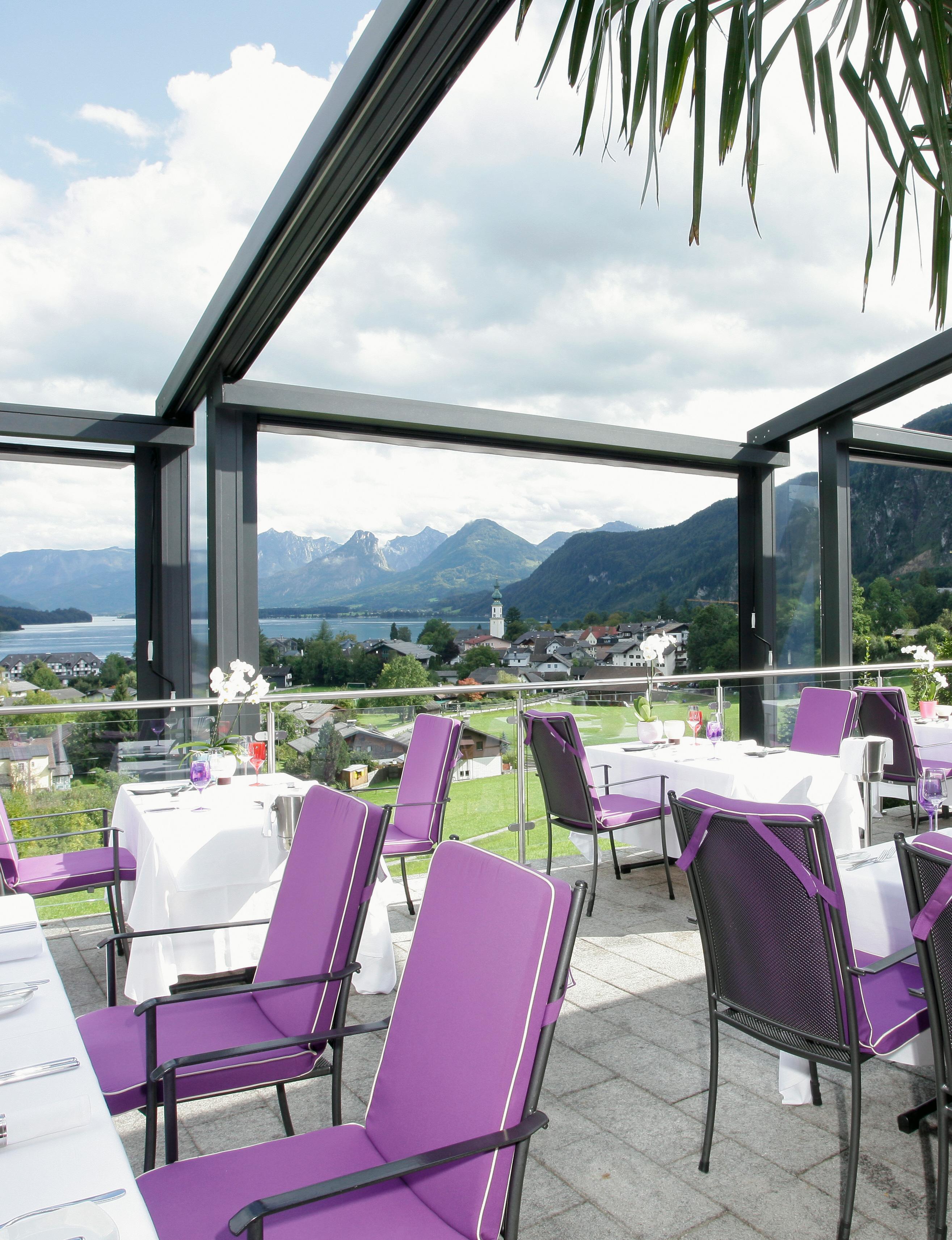 Panorama TerasseRomantik Pur über Den Dächern Von St. Gilgen. Genießen Sie  Den Einzigartigen Blick über Den Wolfgangsee.